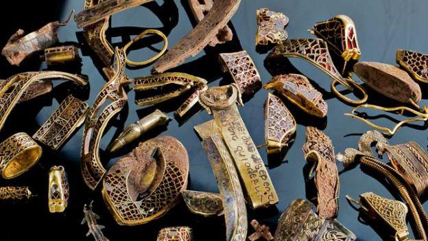 01-staffordshire-treasure-3500-pieces-670