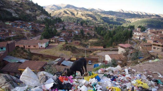 Mroczna_strona_cywilizacji._Przedmiescia_Cuzco__as_
