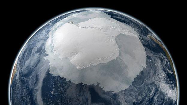 800px-Antarktyda_i_Antarktyka