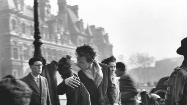 Najsłynniejszy pocałunek świata był ustawiony? I tak, i nie