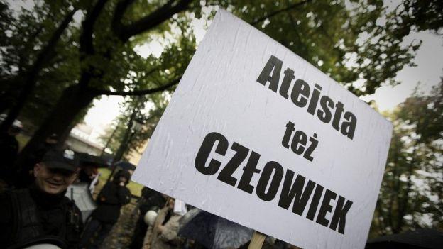 Marsz Ateistow i Agnostykow zorganizowany przez organizacje Młodzi Wolnomyśliciele, Kraków 2099 rok