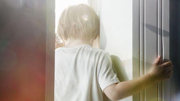 Ciężkie dzieciństwo sprawia, że nasze komórki starzeją się szybciej. Metylacja DNA pod lupą