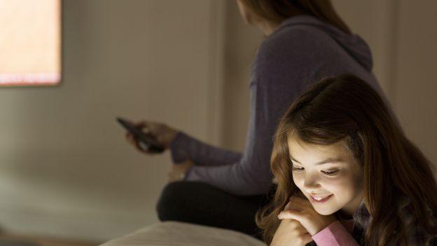 Zabierz dziecku tablet i smartfona, wyłącz telewizor. Zalecenia WHO