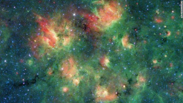 Kosmos znów zaskakuje. Majestatyczne bąble wypełnione tysiącami gwiazd [ZDJĘCIA]