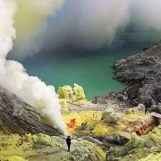CATERS_Sulphur_Miners_Indonesia_03_707608