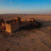 09-well-preserved-roman-fort-jordan-670