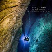 Krzysztof Starnawski w jaskini Viroit w Albanii