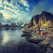 Reine, Norwegia. Z widokiem fiordy