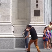 Nazywa się Buddy Bolton przeciwko kijom do selfie