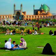 Popularną rozrywką są w Iranie pikniki (