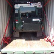 Land Rover w drodze na miejsce