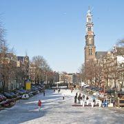 Zamarznięte kanały w Amsterdamie