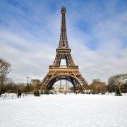 Lodowisko na wieży Eiffla w Paryżu