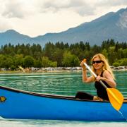 Redaktor naczelna  i jej próba przepłynięcia jeziora Faak w Austrii.