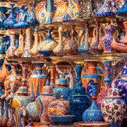 Na Wielkim Bazarze fotograf ma ręce pełne roboty