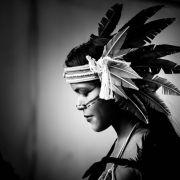 Amazonka w biało-czarnym kadrze 4