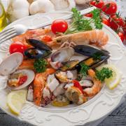 Krewetki, kraby, omułki – Norwegia to kulinarny raj dla miłośników owoców morza.