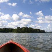 1. Jezioro Nidzkie z leśniczówką Pranie