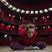 Rozgrzewka. Rola Donny wymaga doskonałej formy fizycznej. Na zdjęciu Anna Sroka-Hryń.