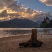 Zdjęcie wykonane smartfonem Samsung Galaxy A5 2017. Zamek Dunajec w Niedzicy. Ujęcie z Plaży Zamajerz.