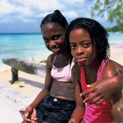 Mieszkańcy Barbadosu lubią piknikować na plażach,np. w Martin Bay