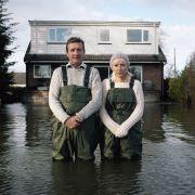 """Jeff i Tracey Waters, """"Plamy na Tamizie"""" z cyklu """"Zanurzone portrety"""""""