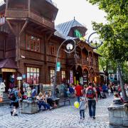 Willa Poraj przy Krupówkach wybudowana  w 1887 r.   Na początku był tam pensjonat Marya. Dziś są sklepy.