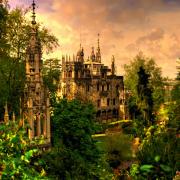 Posiadłość Quinta da Regaleira w Sintrze. Znaleźć tu można wiele tajemnych symboli: masonów, alchemików, templariuszy czy różokrzyżowców.