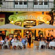 Cafe Nicola przy placu Rossio w Lizbonie, jedna z najbardziej szykownych kawiarni w mieście.