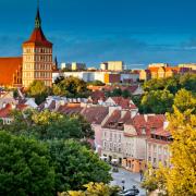 Nad Olsztynem góruje wieża bazyliki konkatedralnej św. Jakuba. Kościół zbudowano  w II poł. XIV w.