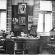 Pokój Ossendowskiego w mieszkaniu w Warszawie