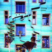 Pasaż Artystycznych Dziedzińców to pięć sąsiadujących podwórzy z pracowniami artystów, restauracjami i kawiarenkami