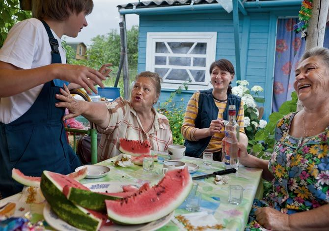 02-dacha-family-connections-670