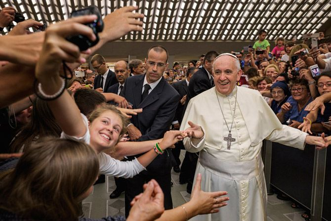 12-selfie-with-the-pope-670