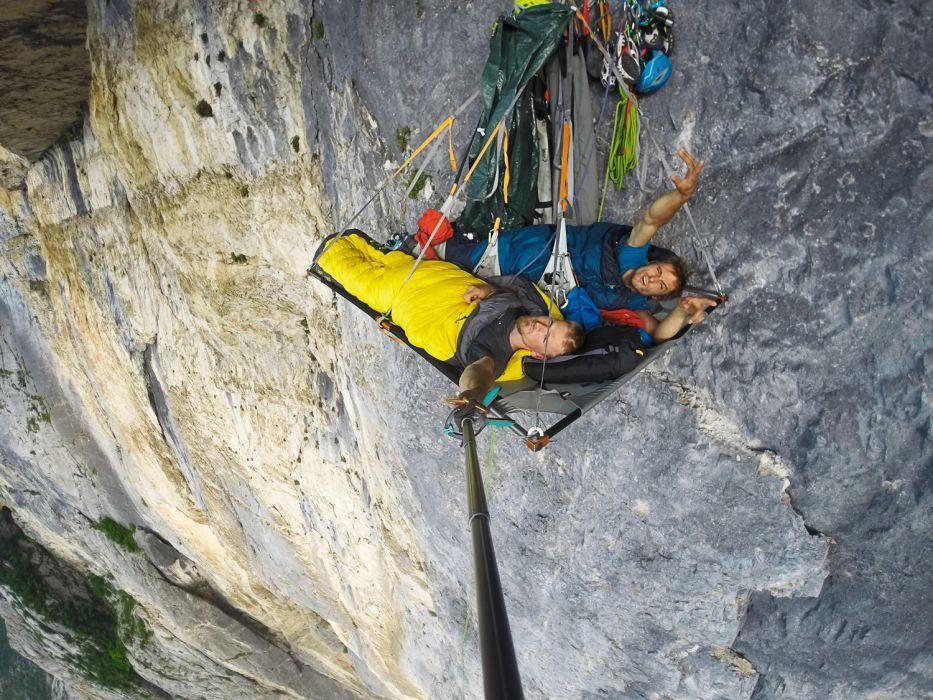 Po_nocy_w_portaledge__u__fot._arch._Alpine_Wall_Tour__02