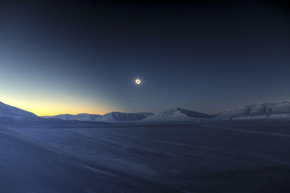 Eclipse Totality over Sassendalen © Luc Jamet