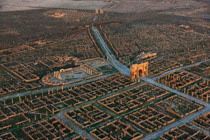 05-thamugadi-algeria-city-layout-670