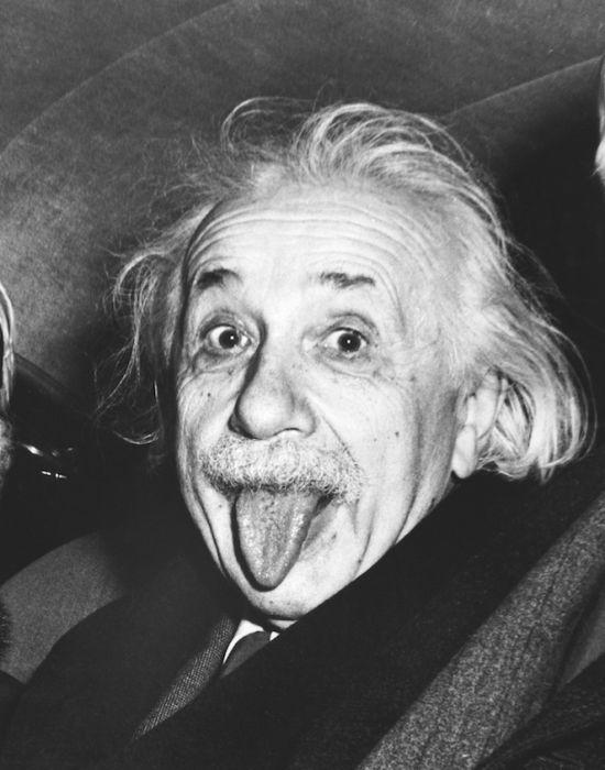 Einstein pokazuje język