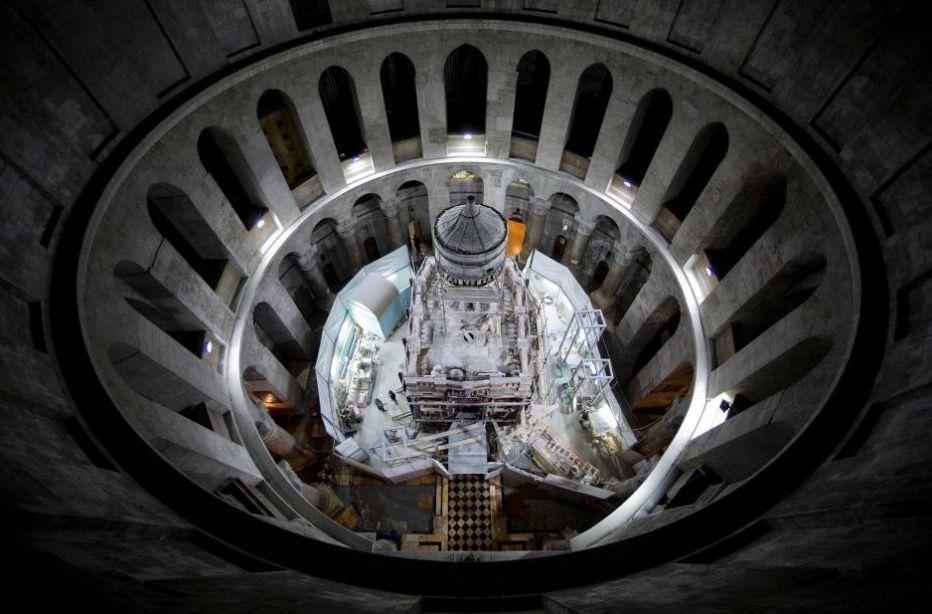 We wnętrzu grobu Jezusa
