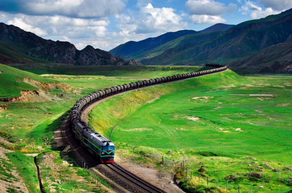 Pierwszy odcinek Trasy Transtybetańskiej oddano do użytku 1 lipca 2006 r.