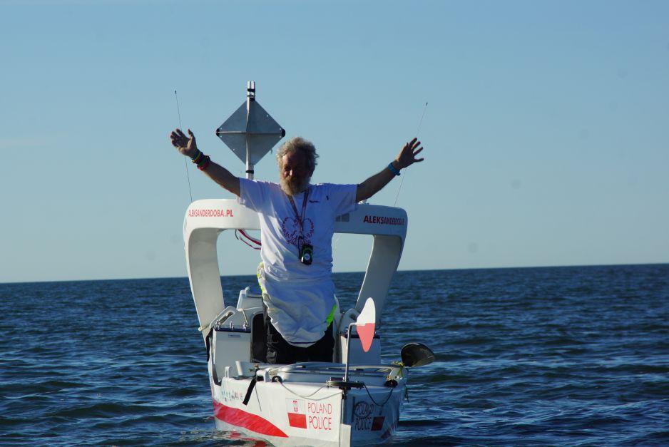 Aleksander Doba żegnający przyjaciół już na wodach Atlantyku