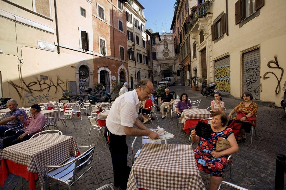 Uliczna kafejka w Rzymie
