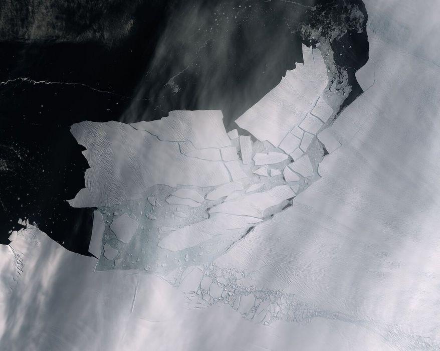 Antarktyda straciła górę lodową wielkości Malty (fot. Copernicus Sentinel / ESA)