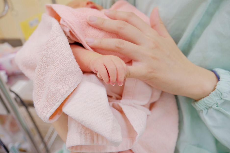 Pierwsze dziecko urodzone z przeszczepionej macicy