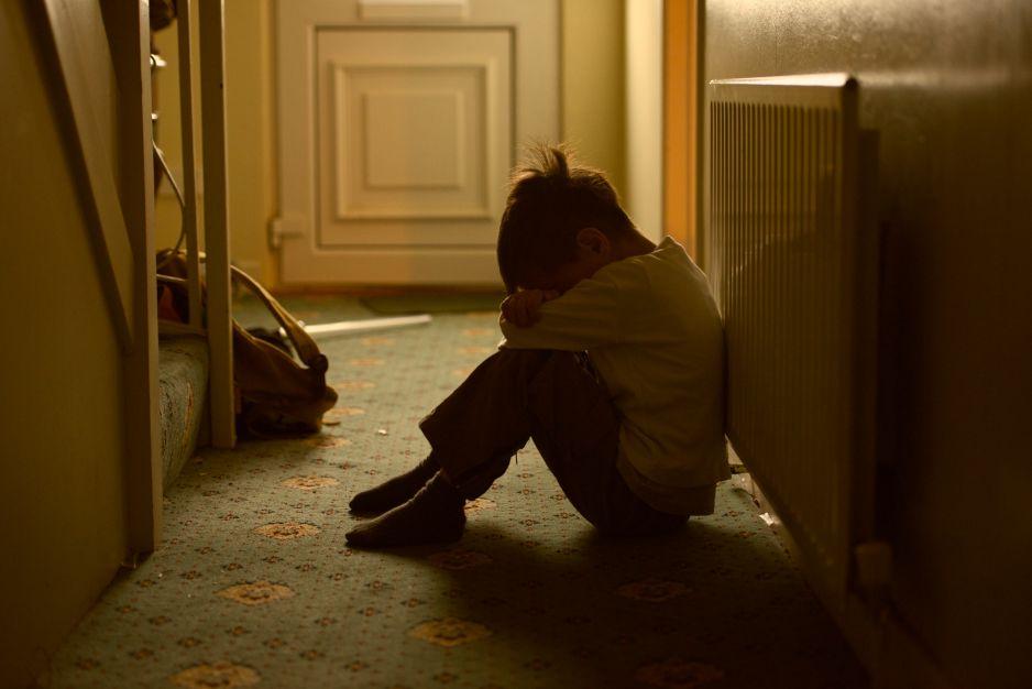 16% dzieci się okalecza, 7% próbowało się zabić. Przerażający raport