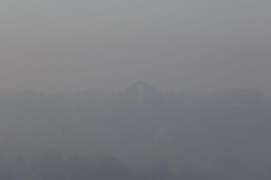 Kraków. Smog: normy Przekroczone dopuszczalne normy zanieczyszczenia powietrza. Na zdjęciu: Kopiec Kościuszki