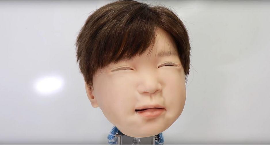 Roboty mogą reagować na ból, ale czy odczuwać? (fot. za YouTube)