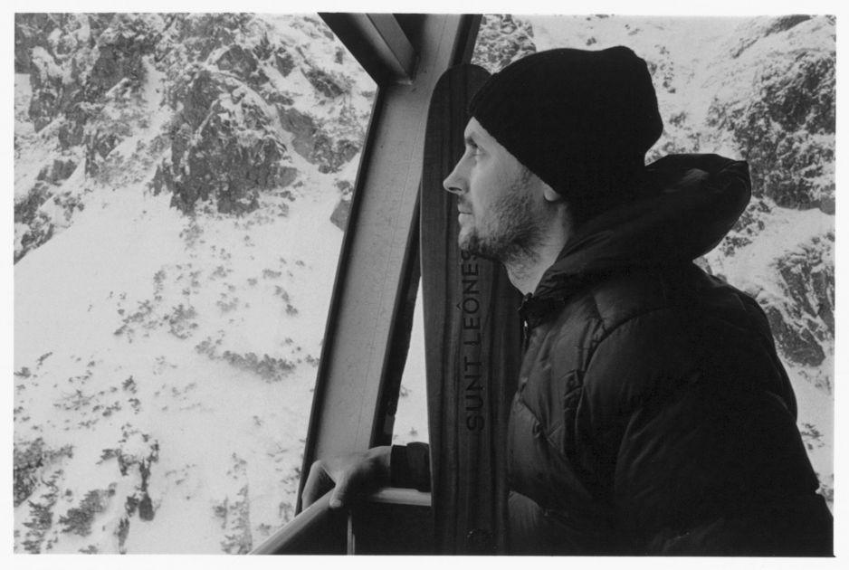 Andrzej Bargiel zbiera fundusze na kolejną wyprawę. Wypuścił właśnie limitowaną kolekcję ręcznie wykonanych drewnianych nart