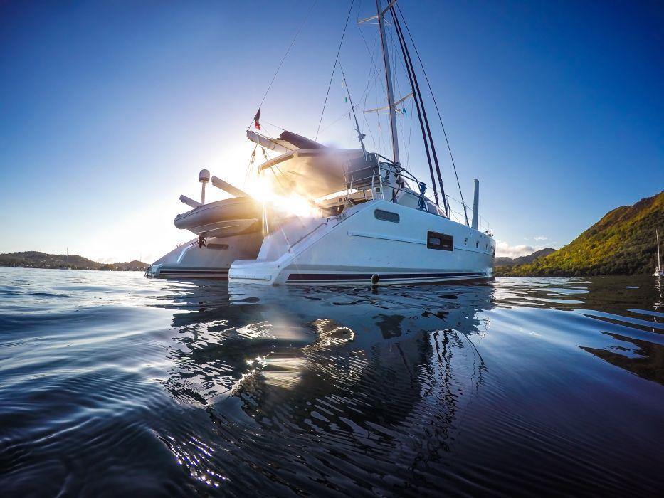 Katamarany - luksus i wygoda. Czym różnią się od innych jachtów?