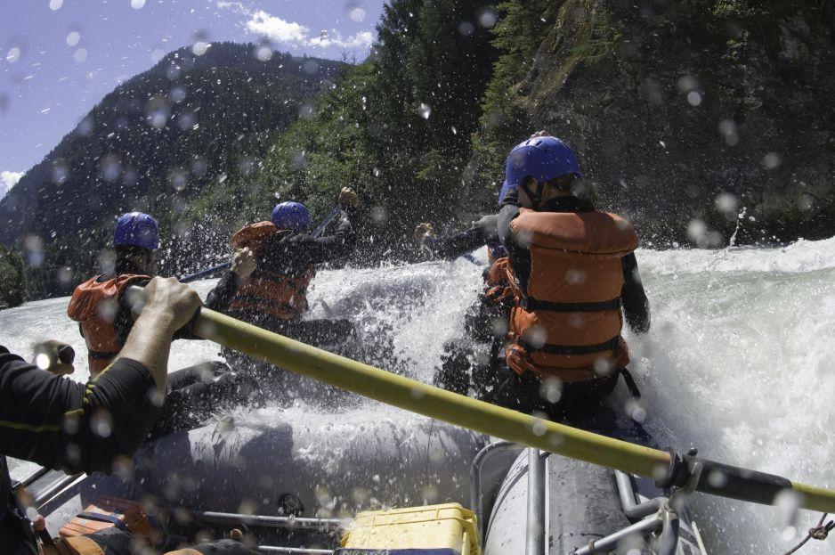 Rafting: co to za sport i jakie ma poziomy trudności? Jak zacząć przygodę z raftingiem? (fot. Getty Images)